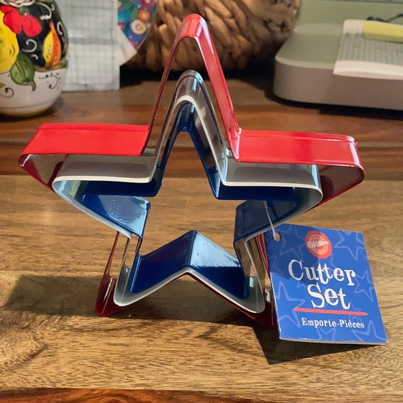 Wilton red white blue nested star cookie cutters